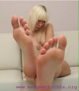 Studentin mit sexy Füßen zum lecken